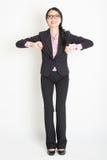 Asiatisk affärskvinna som är klar att hoppa Royaltyfria Foton