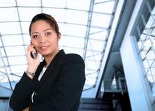asiatisk affärskvinnatelefon Royaltyfria Foton