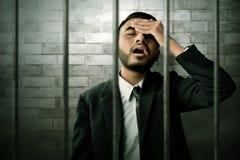 Asiatisk affärsman i fängelse arkivfoto