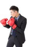 Asiatisk affärsman med boxninghandskar royaltyfri foto