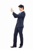 Asiatisk affärsman med mobiltelefonen. Arkivfoton