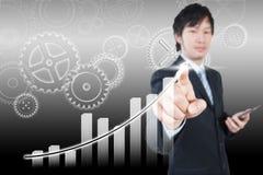 Asiatisk affärsman som arbetar på 3d diagrammet, begrepp för affärsstrategi Royaltyfri Bild