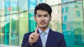 Asiatisk affärsman som säger inte arkivfilmer