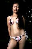 asiatisk bikinimodell som poserar utomhus Royaltyfria Foton