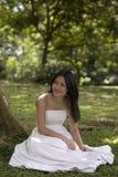 asiatisk brud 3 utomhus Fotografering för Bildbyråer