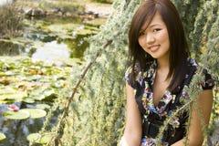 asiatisk brunettflicka royaltyfri bild