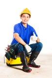 Asiatisk byggnadsarbetare med hjälpmedel Arkivfoto