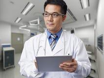 Asiatisk doktor royaltyfri fotografi