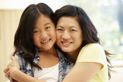 asiatisk dottermoder Arkivbilder
