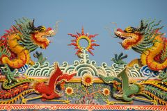 Asiatisk drake i den kinesiska templet Arkivfoto