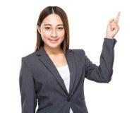 Asiatisk för affärskvinnafinger för blandat lopp punkt ut Arkivfoton