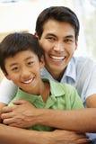 asiatisk faderson Fotografering för Bildbyråer