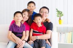 asiatisk familj royaltyfri bild