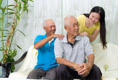 asiatisk familj arkivbild