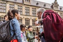 Asiatisk familj på den Kronborg slotten Arkivfoton