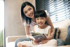 asiatisk familjlivsstil royaltyfri bild