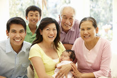 asiatisk familjstående Royaltyfria Foton