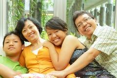 asiatisk familjtogetherness Royaltyfri Bild