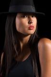 Asiatisk flicka i filthatt Arkivbild