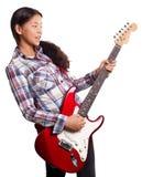 Asiatisk flicka med gitarren Fotografering för Bildbyråer