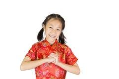 Asiatisk flicka som bär den röda kinesiska dräkten Royaltyfria Bilder