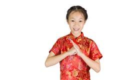 Asiatisk flicka som bär den röda kinesiska dräkten Arkivfoto