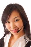 asiatisk flickahörlurar med mikrofon Arkivfoto