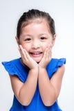 Asiatisk flickaheadshot för skönhet i vit bakgrund Arkivbilder