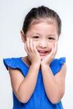 Asiatisk flickaheadshot för skönhet i vit bakgrund Arkivbild