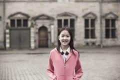 asiatisk flickastående Arkivfoto