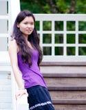 asiatisk flickatrappuppgång Arkivbilder