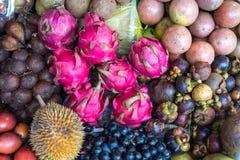Asiatisk fruktmarknad - drakefrukt Royaltyfri Bild