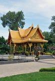Asiatisk gazebo i botaniska trädgårdar Arkivbilder