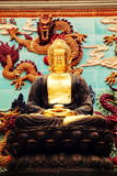 Asiatisk guld- Gautama Buddha staty, buddistisk staty i kinesisk buddhismtempel Fotografering för Bildbyråer