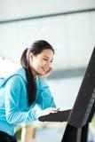 asiatisk högskolestudent arkivfoto