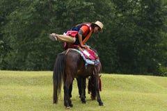 asiatisk hästmonteringskvinna Royaltyfri Fotografi