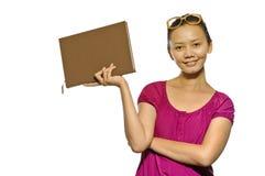 Asiatisk högskolestudentavläsningsbok Royaltyfri Fotografi