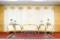 Asiatisk inomhus lyxig bröllopgarneringetapp Royaltyfri Bild