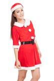 Asiatisk julflicka med Santa Claus kläder Royaltyfri Foto