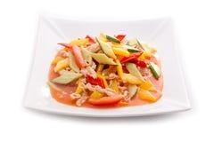 Asiatisk kötträtt med grönsaker Fotografering för Bildbyråer