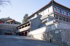 Asiatisk kines, Peking, Badachu, parkerar, historiska byggnader Royaltyfri Foto