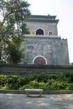 Asiatisk kines, Peking, forntida arkitektur, klockatornet Royaltyfria Bilder