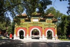Asiatisk kines, Peking, historiska byggnader, jian guo zi, färgad glasyr, Arkivbild