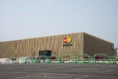 Asiatisk kines, Peking, MasterCard mitt, den Wukesong basketkorridoren, HI--PARKbasketnöjesfält royaltyfri foto