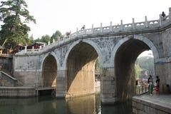 Asiatisk kines, Peking, sommarslotten, den långa bron för tre hål Arkivfoto