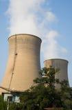 Asiatisk kines, Peking, termisk kraftverk som kyler tornet, Royaltyfri Bild