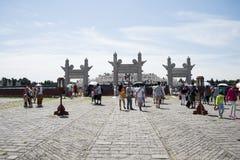 Asiatisk kines, Peking, Tiantan parkerar, det runda kullealtaret, historiska byggnader Royaltyfri Fotografi