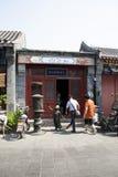 Asiatisk kines, Peking, Yandaixiejie, en kommersiell gata i det gammalt Royaltyfria Foton