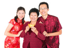 Asiatisk kinesisk familjhälsning Arkivbild
