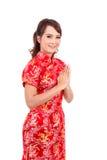 Asiatisk kinesisk flickahälsning i traditionell kines, välkomnande arkivfoto